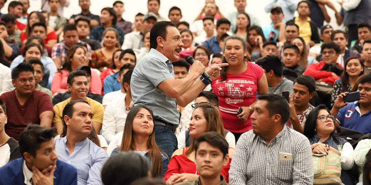 Oferta gobierno estatal 1,000 empleos a egresados de universidades