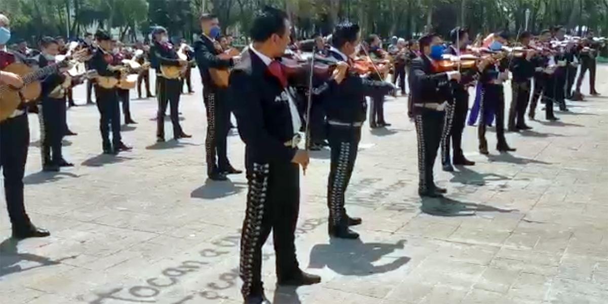 Protestan mariachis y meseros por falta de trabajo en contingencia